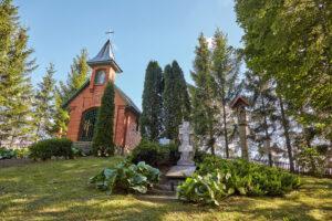 Kryžių kalnelis prie Deivoniškių koplyčios ir stebuklingo šaltinėlio