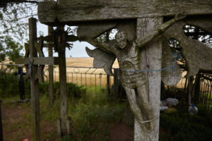 """Kryžių laukelis """"Marijos žemėje"""""""