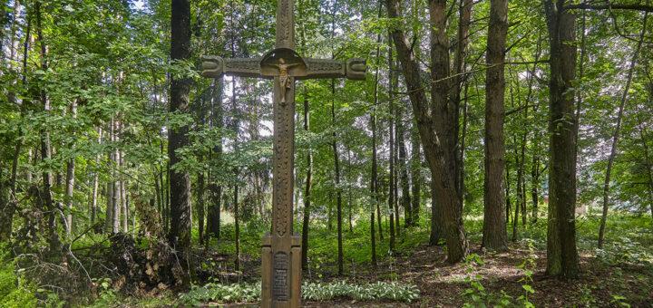 Kryžius žuvusiems partizanams Pasvalio kultūros ir poilsio parke