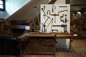 Zanavykų muziejaus ekspozicija kryždirbiui Petrui Tamašauskui atminti